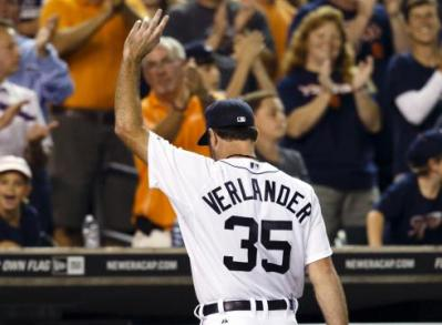Verlander salutes 42,000+ Tigers faithful as they complete their second sweep of the White Sox this season.